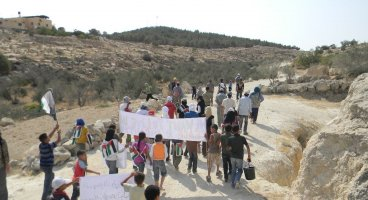 2011-07-09 Nonviolent action, palestinans protest expansion of Havat Ma'on outpost