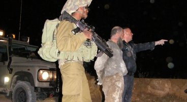 2012-10-29 Palestinian beaten and arrested in Ar Rakeez, South Hebron Hills